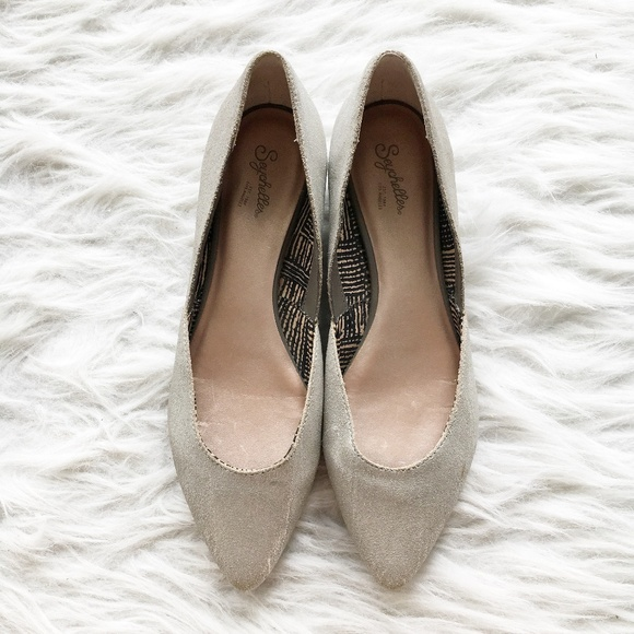 Anthropologie Shoes - Anthropologie Seychelles Silver Pointed Flats